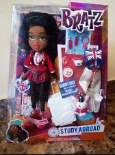 Bratz Study Abroad. Sasha estudia en el extranjero con ascesorios. Doll Bratz.