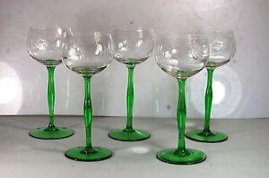 5 sehr schöne und alte Weingläser / Schleuderstern , grüner Stand