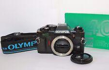 Olimpo OM40 cámara SLR de película de programa DX 35 Mm Garantía Libre De Cuerpo Probado En Funcionamiento