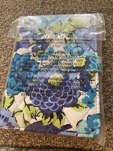VERA BRADLEY TRAVEL WALLET/Passport Holder. SNAP CLOSURE BLUEBERRY BLOOMS NWT