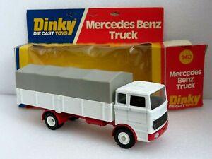 DINKY 940 MERCEDES BENZ TRUCK. NEAR MINT MODEL IN VERY GOOD CLEAN WINDOW BOX.