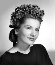 Joan Fontaine UNSIGNED photo - C207 - STUNNING!!!!