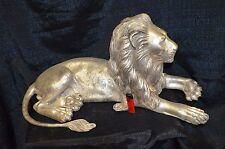 Liegender Löwe, Bronze, silberne Antikpatina, sign., 69cm