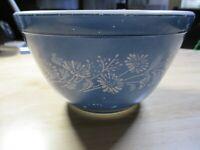 *Vintage* Pyrex Colonial Mist Blue Daisy Mixing Bowl #401 1 1/2 Pint