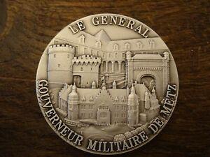 Médaille de table  Le Général Gouverneur Militaire de Metz    Ø 6,5 cm + boite