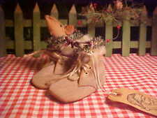Adorable Vintage Baby Shoes with MOUSE & Xmas Foliage Primitive Santa Gift Tag