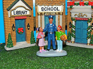 FIGURINE SET POLICEMAN W/CHILDREN 'TO PROTECT and SERVE' 1:24(G)SCALE DIORAMA