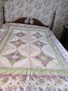 Twin-Size Patcwork Pattern Purple Quilt