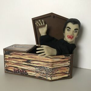 Remco Dracula puppet & coffin Vintage Monster Toy RARE 1981 Universal vampire