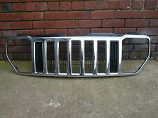 GENUINE JEEP LIBERTY FRONT CHROME GRILLE / GRILL TO FIT 2008 TO 2012 MODELS.