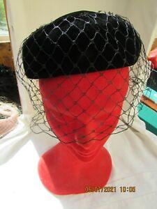 Ancien chapeau de dame BIBI  tissus velours noir avec voilette