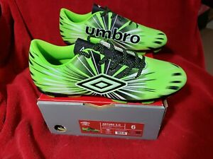 Umbro Soccer Cleats NEW Mens 6 Arturo 3.0 Neon Green NIB