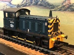 Bachmann 31-306 204hp class 04 Diesel shunter B.R blue livery. No 2334. Boxed.
