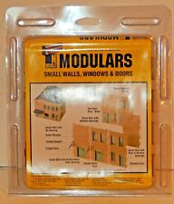 Walthers Cornerstone N #933-3281 Modulars Small Walls, Windows & Doors Kit NEW