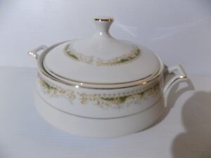 Queen Anne Signature Collection Tureen  Fine China