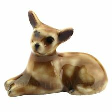 Puppenhaus Miniatur Keramik Braun Chihuahua liegender unten (3)