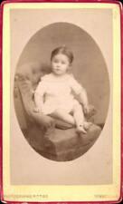 CDV enfant assis en blanc dans un fauteuil A. Pittier Bonneville Savoie  1890