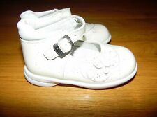 DOGI Toddler Walking Shoes U.S. sz 7.5 Off White w/Butterfly Buckle Gently Used