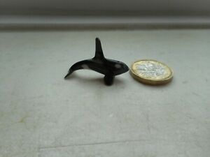 KILLER WHALE, ORCA- DETAILED, TINY  MINIATURE POTTERY SWIMMING KILLER WHALE