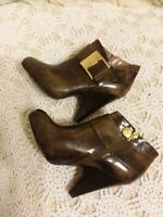 Vince Camuto - Women's Brown Ankle Boots Booties Career Casual Yonkers - Sz 7.5