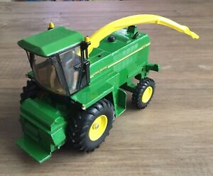 ERTL Britains Elite John Deere Forage Harvester Tractor 6650 Green Yellow 1:32