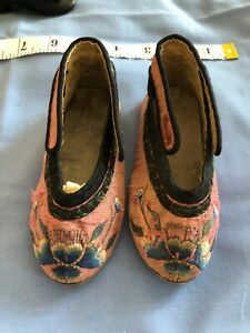 ANTIQUE DOLLS BEAUTIFUL RARE TO BE FOUND JAPANESE  SILK SHOES 130mm x 65mm