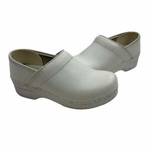 Dansko White Clogs Slip Resistant Size 36 (5.5-6 US)