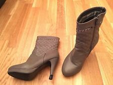 Bottines couleur taupe, pointure 37