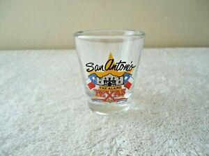 "Vintage San Antonio "" The Alamo "" Texas Themed Shot Glass "" BEAUTIFUL ITEM """
