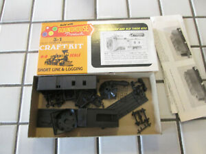 roundhouse undecorated snowplow car HO scale ////