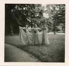 Trois jeunes filles Vintage silver print Tirage argentique  6x6  Circa 193
