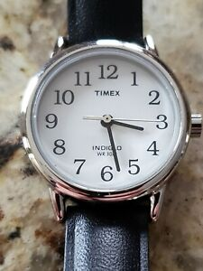Ladies TIMEX easy read watch, New Battery, nice strap, white dial.