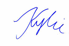 NEW ZEALAND MODEL & FILM ACTRESS KYLIE BAX HANDSIGNED 6 x 4 WHITE CARD (B)