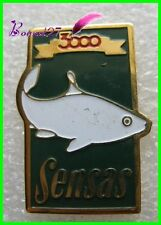 Pin's Article de Peche SENSAS 3000 Poisson blanc Fish Carpe #A1