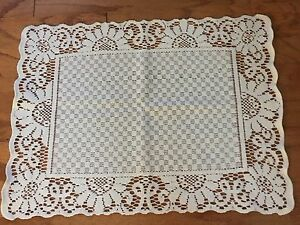 Heritage Lace Ivory Canterbury Classic Polyster Square Placemat or Doily (111)