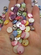 40 x Pendentifs Perles d'eau douce shellbeads Flach teints mélangé couleur 10x1.5 ~ 2 mm