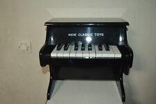 PETIT  PIANO DROIT EN BOIS NEW CLASSIC TOYS   POUR ENFANT BE