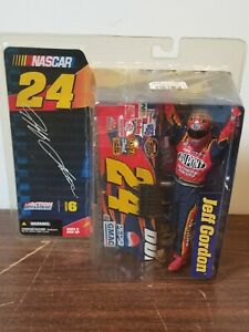 Jeff Gordon Series 6 McFarlane Action Figure wuth Helmet Nascar #24 Dupont New