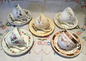*5 BEAUTIFUL VINTAGE MISMATCHED FLORAL BONE CHINA TEA CUPS AND SAUCERS*