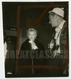MARILYN MONROE BUS STOP 1956 ON SET CANDID VINTAGE PHOTOGRAPH BOB BEERMAN