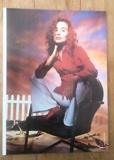 TORI AMOS 'in a chair' magazine PHOTO/Poster/clipping 11x8 inches