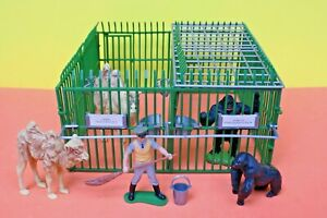 Britains Wild Life & Zoo Models 4370 Zoo Cage 'B' plus Camels, Gorillas & Keeper
