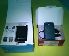 Sony Ericson Xperia X10 Mini Pro schwarz und LG KM750 blau