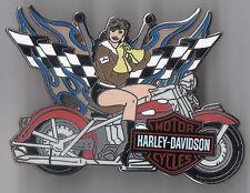 HARLEY Davidson Pin Biker Babe RACING FLAG Fatboy tonaca Biker MC V ROD 4,5x3,5cm