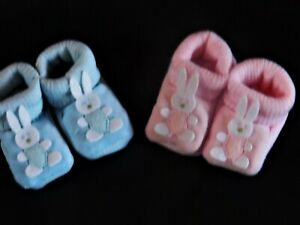 BABY GIRL / BOY SOFT BOOTIES WITH a BUNNY MOTIFF 0 - 3 MTHS (APPROX)
