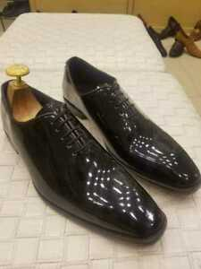Scarpe stringate monopezzo in vera pelle verniciata nera da uomo fatte a mano