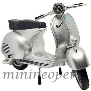 NEW RAY 57863 VESPA 150 GS 1/12 VINTAGE SCOOTER MOTORCYCLE SILVER