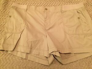 Sonoma Women Mid Rise shorts Size 24W, Light Beige Color, Straight Through Hip