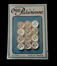 """VINTAGE PLAQUE DE 12 BOUTONS ANCIENS """" MODE PARISIENNE """" nacre"""