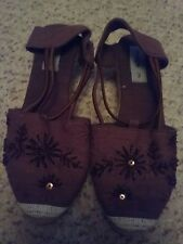 Image size 3 brown embroidered shoes